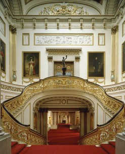 grand-staircase-at-buckingham-palace