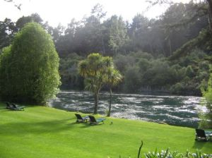 1huka waikato river